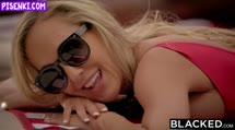 Скриншот Зрелая блондинка соблазнилась на порно с негром