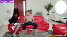 Скриншот Сочная негритянка офигела от белого пениса