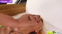Скриншот Стройной блондинке по кайфу групповуха