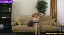 Скриншот Грудастая блондинка разделась на собеседовании