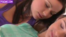 Скриншот Лесбиянки балуются нежным сексом перед сном