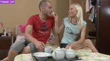 Скриншот Развратная блонди пригласила друга на чай